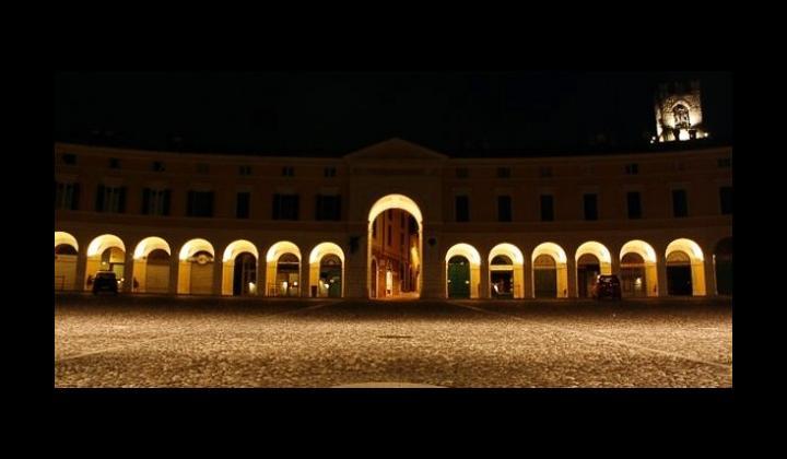 Piazza Cavour illuminata